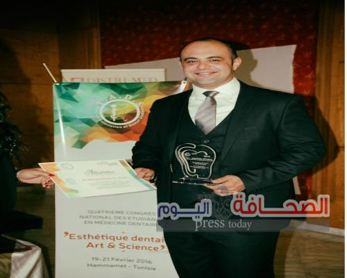 تكريم محمد العالم في مؤتمر أطباء أسنان تونس