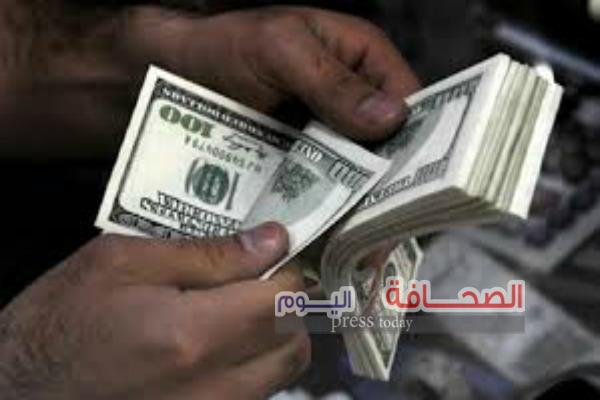 خبراء :قرار المركزى بسحب مدخرات المصريين بالعملة الصعبة كارثى