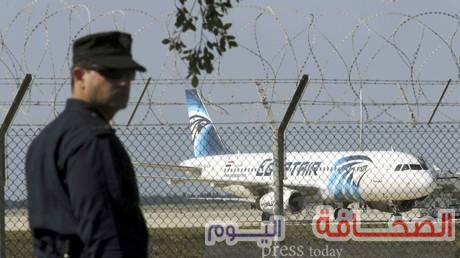 إستسلام خاطف الطائرة المصريه