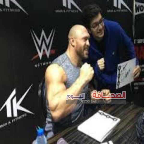 """رايباك بطل"""" WWE """"وجلسة لشباب دبى على فنون المصارعة"""