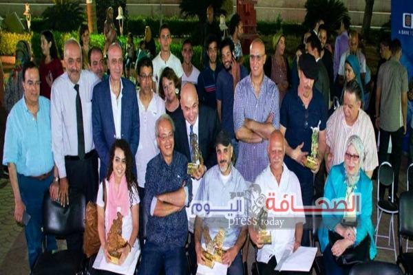 """بالصور .. """"خالد سرور"""" يُكرم المشاركين في سيمبوزيوم القاهرة"""