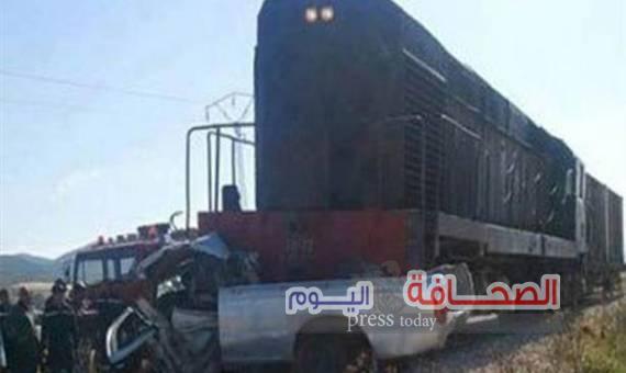 مصرع وإصابة 9 فى تصادم بين قطار وسيارة نقل بالشرقية