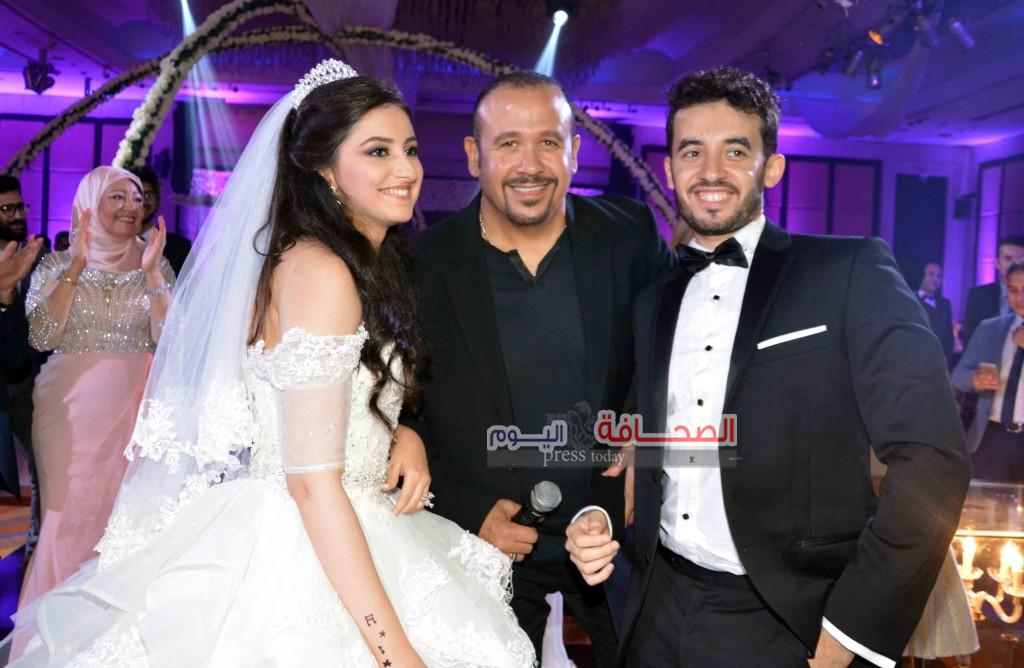 هشام عباس والعروسين