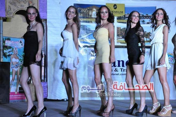 بالصور .. ملكة جمال التشيك السابقة تشارك بأول عرض أزياء أوربى بالغردقة