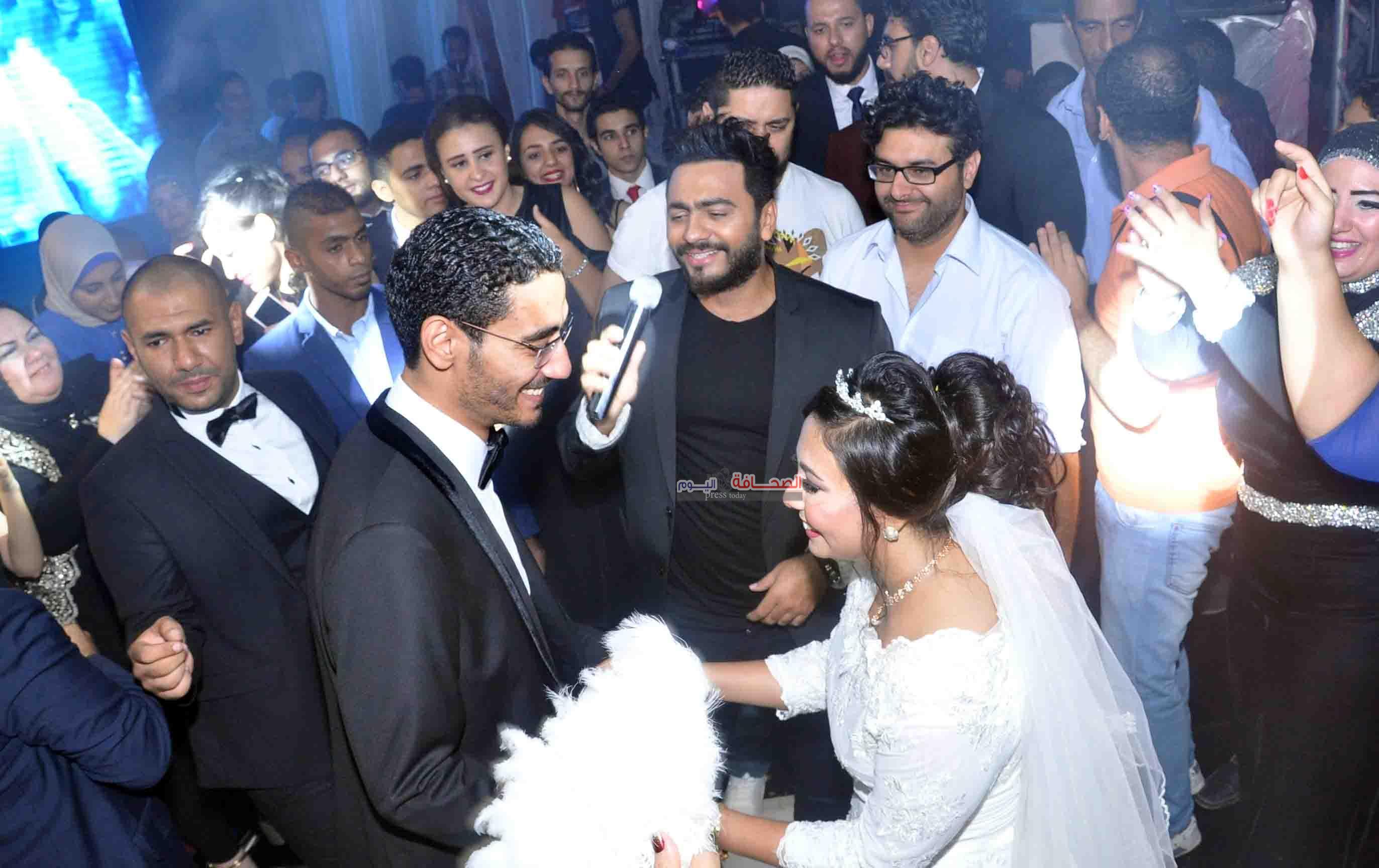 تامر وحماقى يشعلان زفاف أحمد ودينا