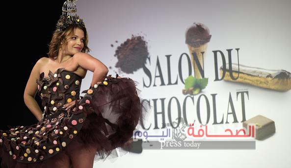 17عارضة تشارك عرض أزياء الشوكولا بباريس
