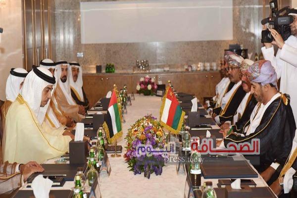 سلطنة عمان والإمارات توقعان إتفاقية  تعاون في  النقل البري الدولي
