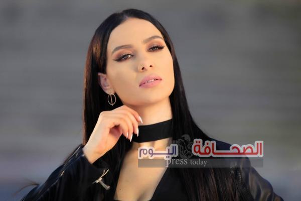 """شيما هلالي: بثلاث إطلالات مختلفة فى أغنية """"عقلته"""""""