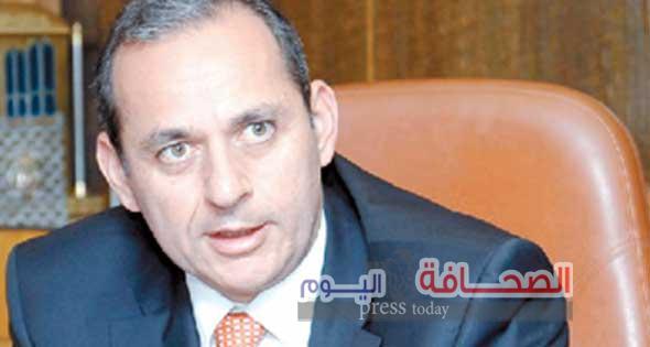 هشام عكاشة:العملاء باعوا 7ملايين دولار فى أول 3ساعات من تحرير سعر الصرف