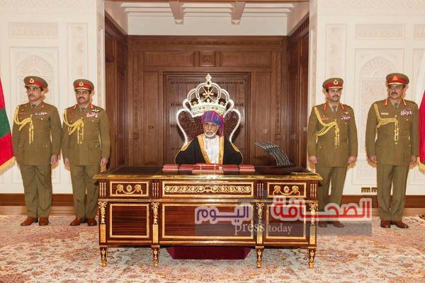 السلطان قابوس يشمل برعايته العرض العسكري بمناسبة إحتفالات العيد الوطني