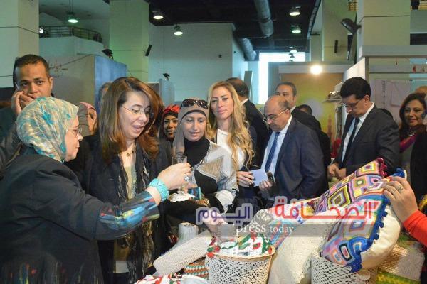 بالصور .. وزيرة التضامن تفتتح معرض ديارنا للمنتجات اليدوية بأرض المعارض