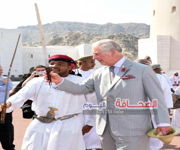 بالصور :الأمير تشارلز و الأميرة كاميلا  يشهدان عرضًا للفنون التقليدية العمانية