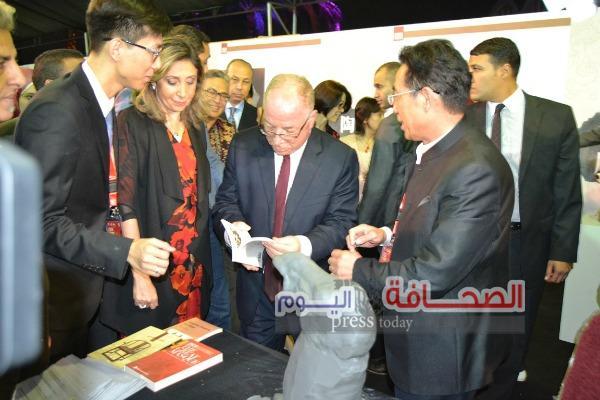 بالصور: النمنم يفتتح معرض الصناعات الثقافية الأول ( مصر ـ الصين)  بالفسطاط