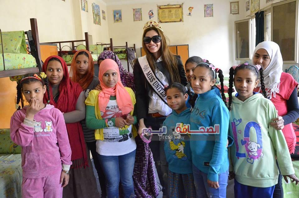 بالصور .. ملكة جمال بريطانيا تزور دار أيتام أطفال العباسية