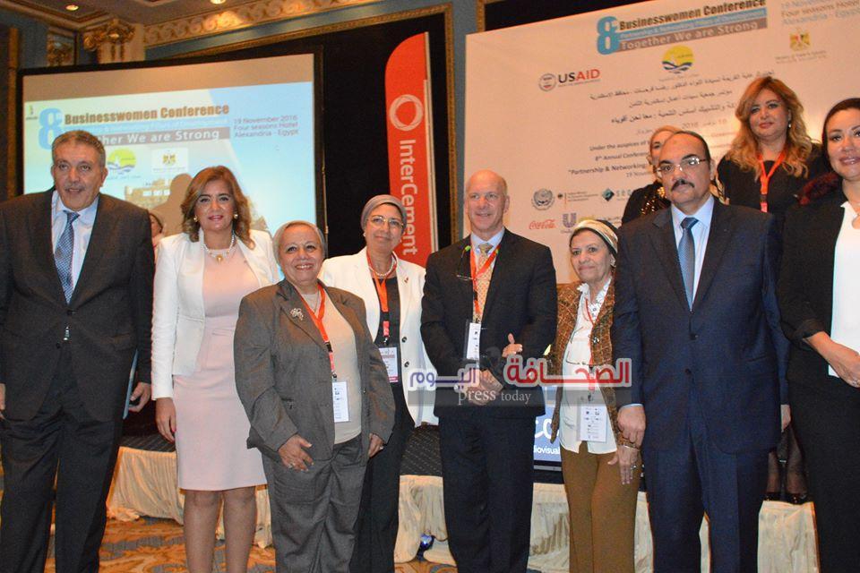 بالصور .. محافظ الأسكندرية يعرض خطتة لسيدات الأعمال لتطوير عروس المتوسط