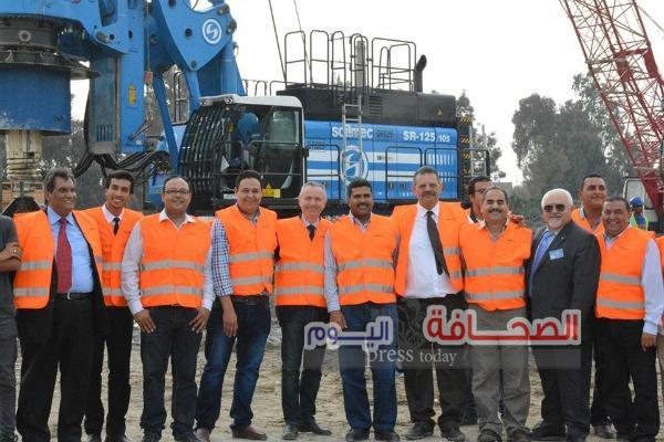 خبراء أجانب يتفقدون أعمال حفر  كوبرى روض الفرج بمجرى نهر النيل