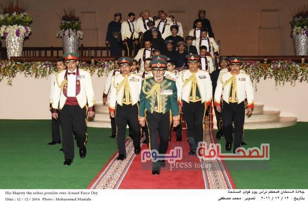 """السلطان """"قابوس""""  يقيم حفل عشاء بمناسبة يوم القوات المسلحة"""