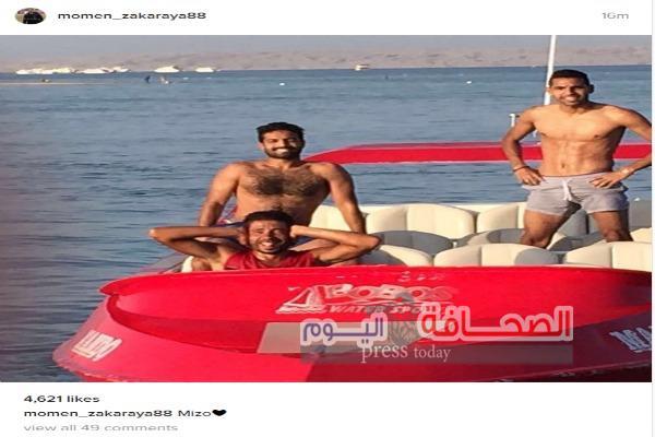مؤمن زكريا لاعب منتخب مصر العسكرى يستمتع بالبحر فى سلطنة عمان