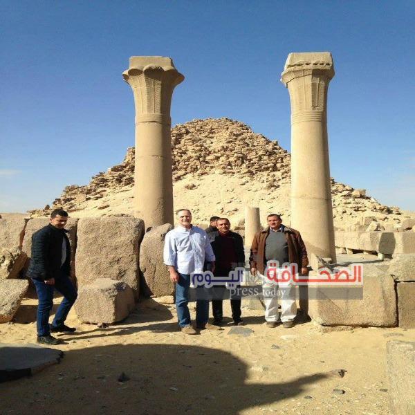 بالصور .. السفير الأمريكى يزور أهرامات منطقة آثار أبو صير