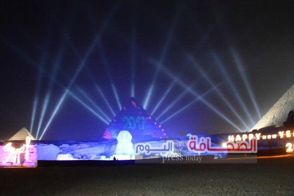 بالصور .. وزير السياحة يشهد إحتفالية رأس السنة أمام تمثال أبو الهول