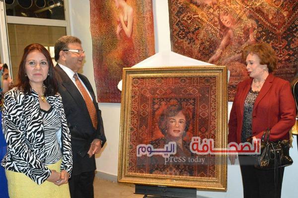 بالصور .. جيهان السادات تفتتح معرض للفن التشكيلى فى حب مصر بالهناجر