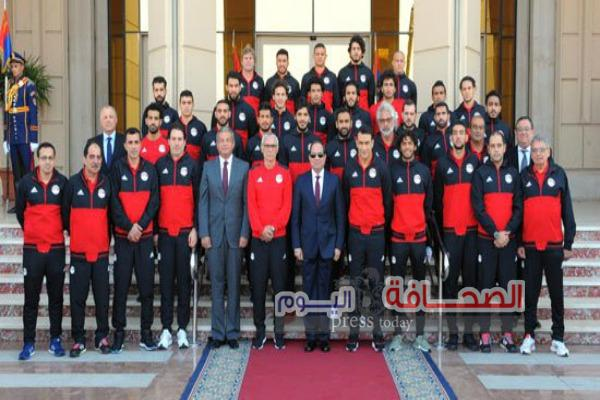 الرئيس يستقبل بعثة المنتخب المصرى