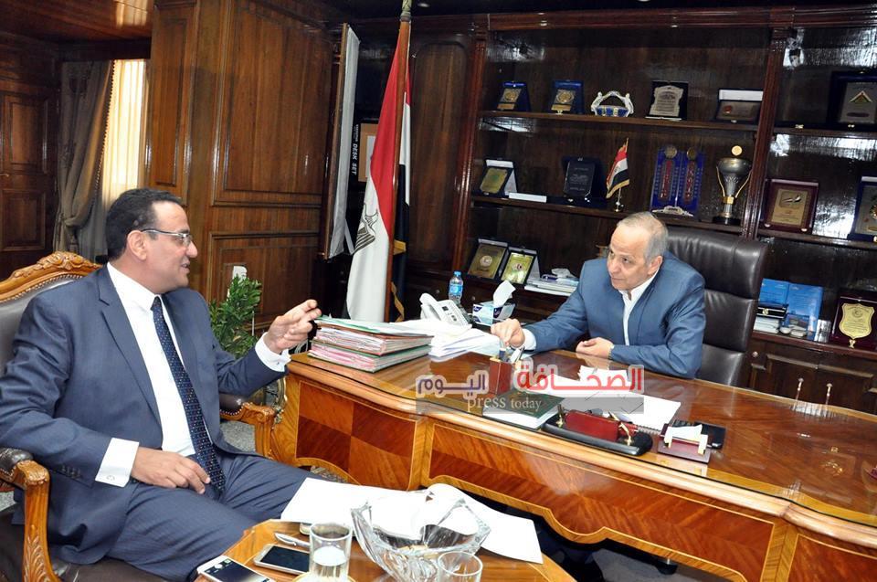محافظ القليوبية يبحث  مع حسب الله مشاكل مواطنى شبرا الخيمة