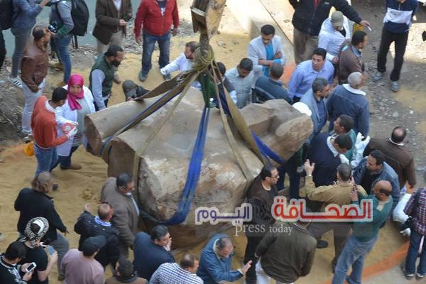 بالصور .. وزراء وسفراء وأعضاء البرلمان يشاهدون إستخراج تمثال رمسيس الثانى