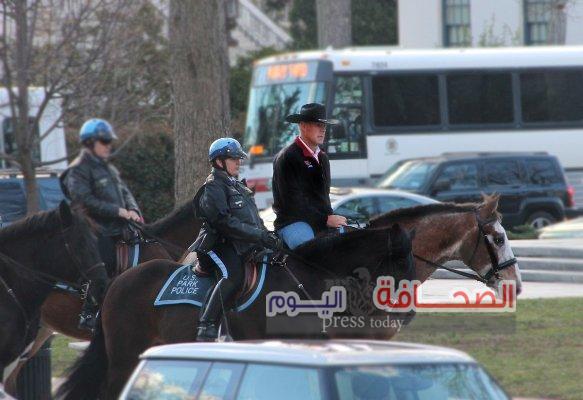 بالصور :وزير الداخلية الأمريكى يمتطى جواد فى أول يوم عمل