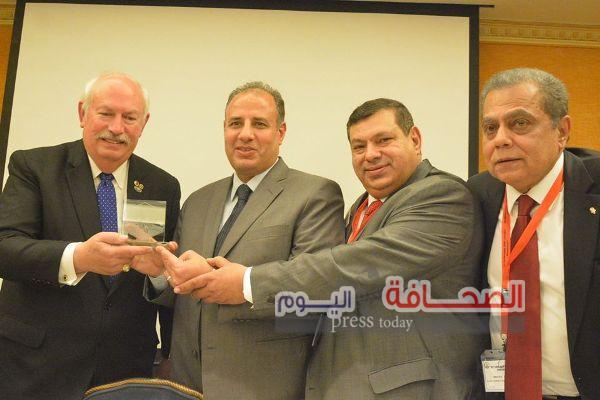 بالصور .. تكريم محافظ الاسكندرية فى المؤتمر العالمى لأندية الليونز