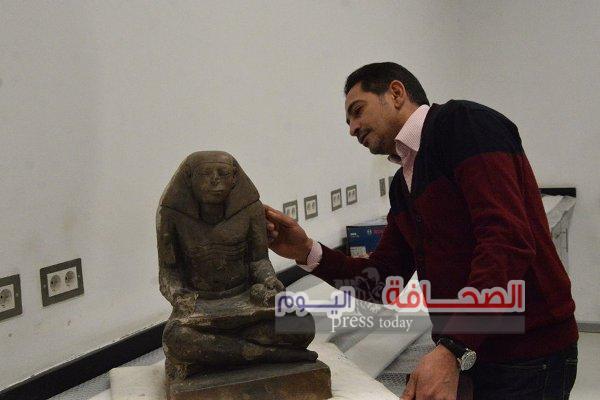 بالصور .. ترميم تمثال الكاتب المصرى الجالس بعصر الدولة الوسطى