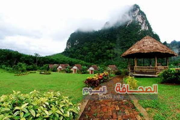 ربيع الجبل الأخضر بسلطنه عمان يقبل بأزهاره وأشجاره المتنوعة