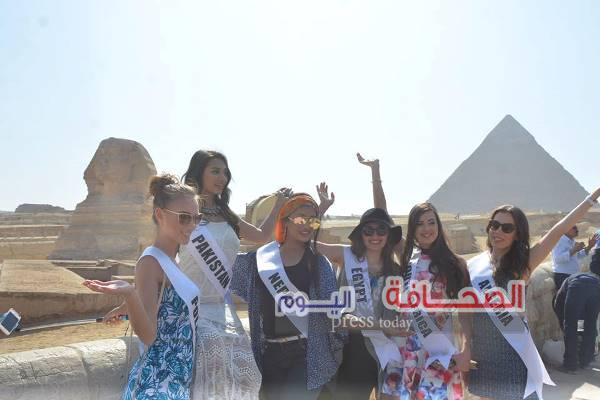 بالصور .. ملكات جمال 80 دولة فى زيارة لأبو الهول والأهرامات