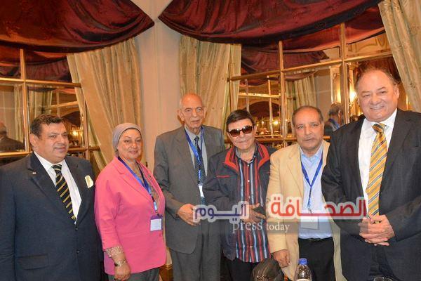 بالصور .. د. محمود المغربى يفوز بمنصب حاكم المنطقة الليونزية 352