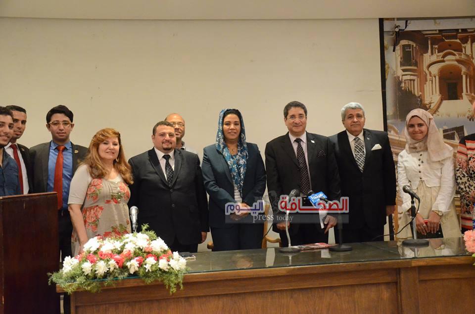 بالصور .. حفل توقيع كتاب النبض الأمريكى فى عيون مصرية
