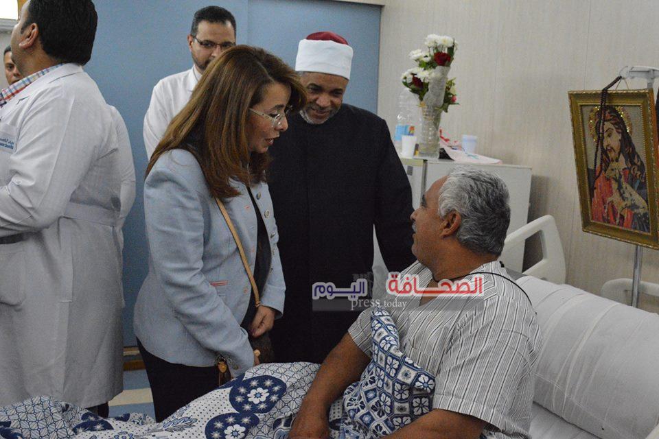 وزيرة التضامن تزور مصابى حادث المنيا