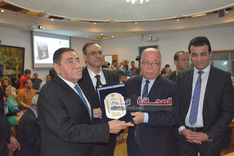 بالصور .. حفل توقيع كتاب مواجهة الفساد للمستشار عبد المجيد محمود