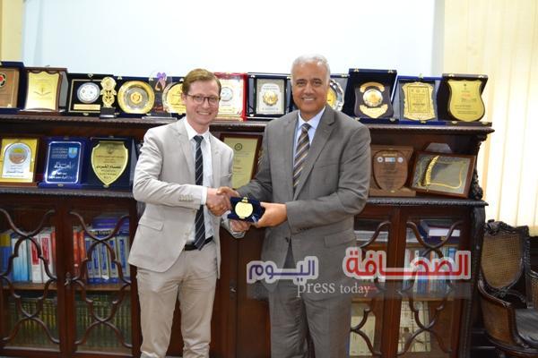 د. عصام الكردى يستقبل المستشار الثقافى للسفارة الألمانية بالقاهرة