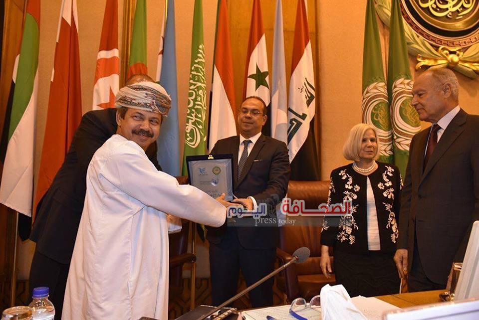 مجلس وزراء الإعلام العرب يكرم بن عامر والمعمرى