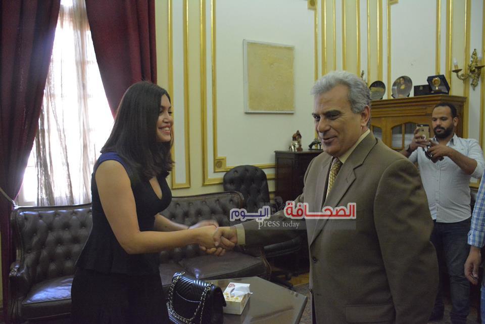 سارا أرشر سفيرة الشباب تشيد بأنشطة جامعة القاهرة