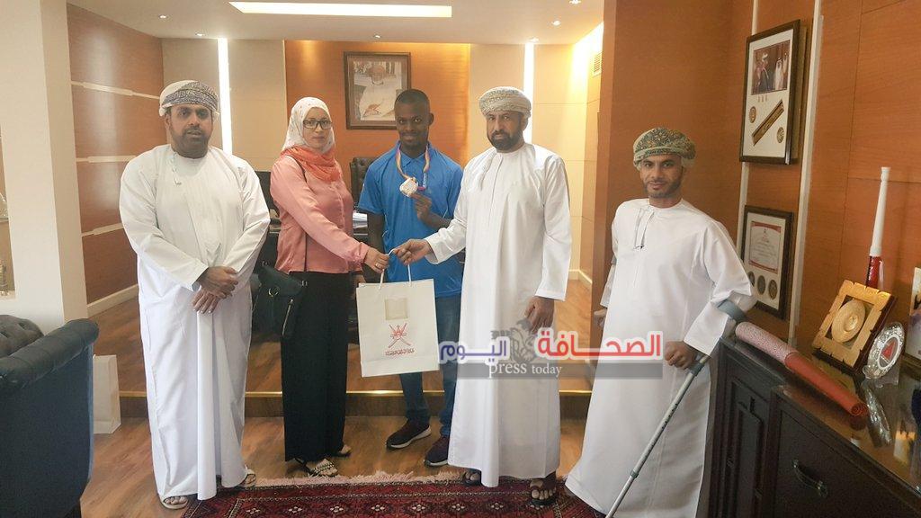 تكريم العمانى محمد المشايخى فى لندن بعد فوزه بالميدالية الفضية فى بطولة العالم لألعاب القوى