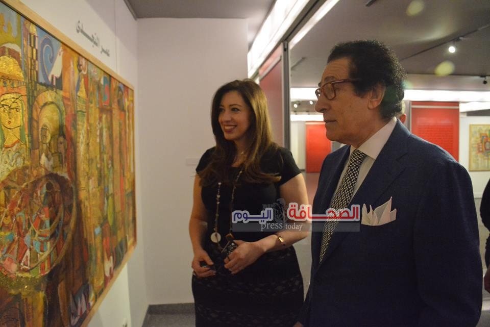 فاروق حسنى يزور معرض الهرم الرابع بمركز الاهرام للفنون