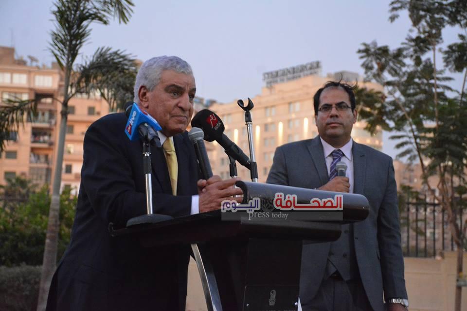 بالصور ..د. زاهى حواس يشهد حفل توقيع أوبرا اللوتس والبردى على نيل القاهرة
