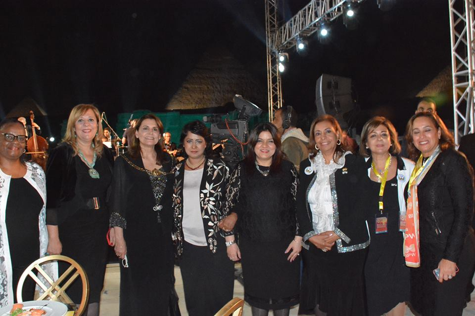 بالصور .. رئيسة موريشيوس ووفود 37 دولة فى حفل بالصوت والضوءبالهرم