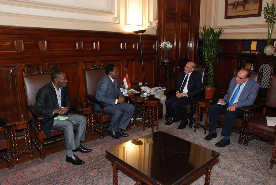 وزير الزراعة يبحث مع السفير التنزاني سبل التعاون بين البلدين