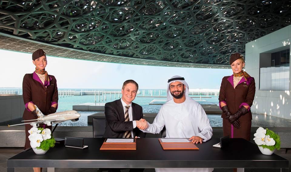 متحف اللوفر أبوظبي يوقع إتفاقية شراكة مع الإتحاد للطيران