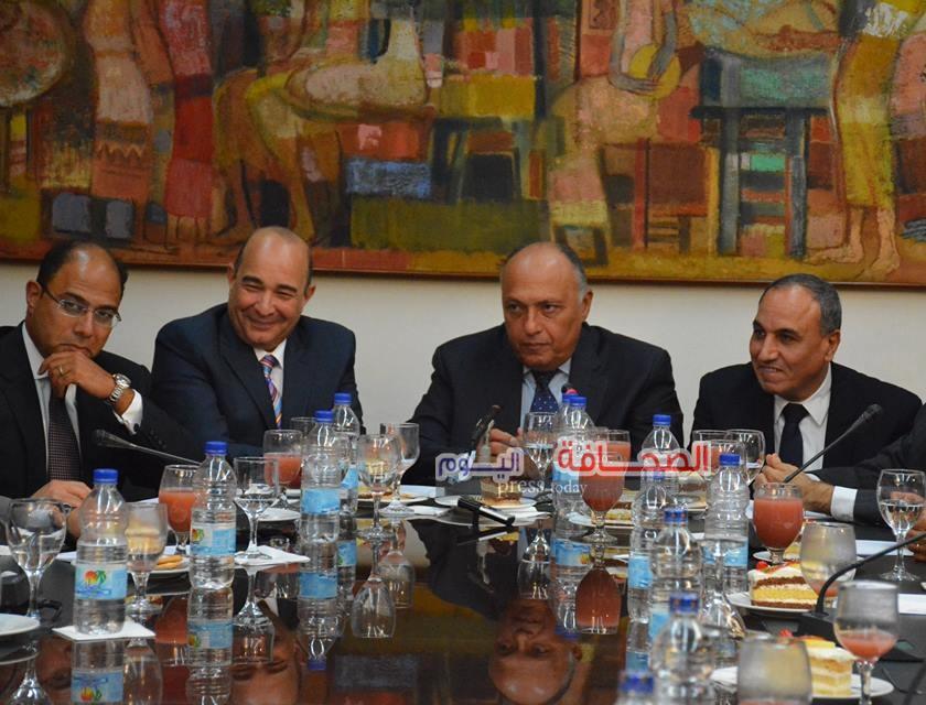 بالصور ..سامح شكرى فى لقاء مع أسرة تحرير الأهرام