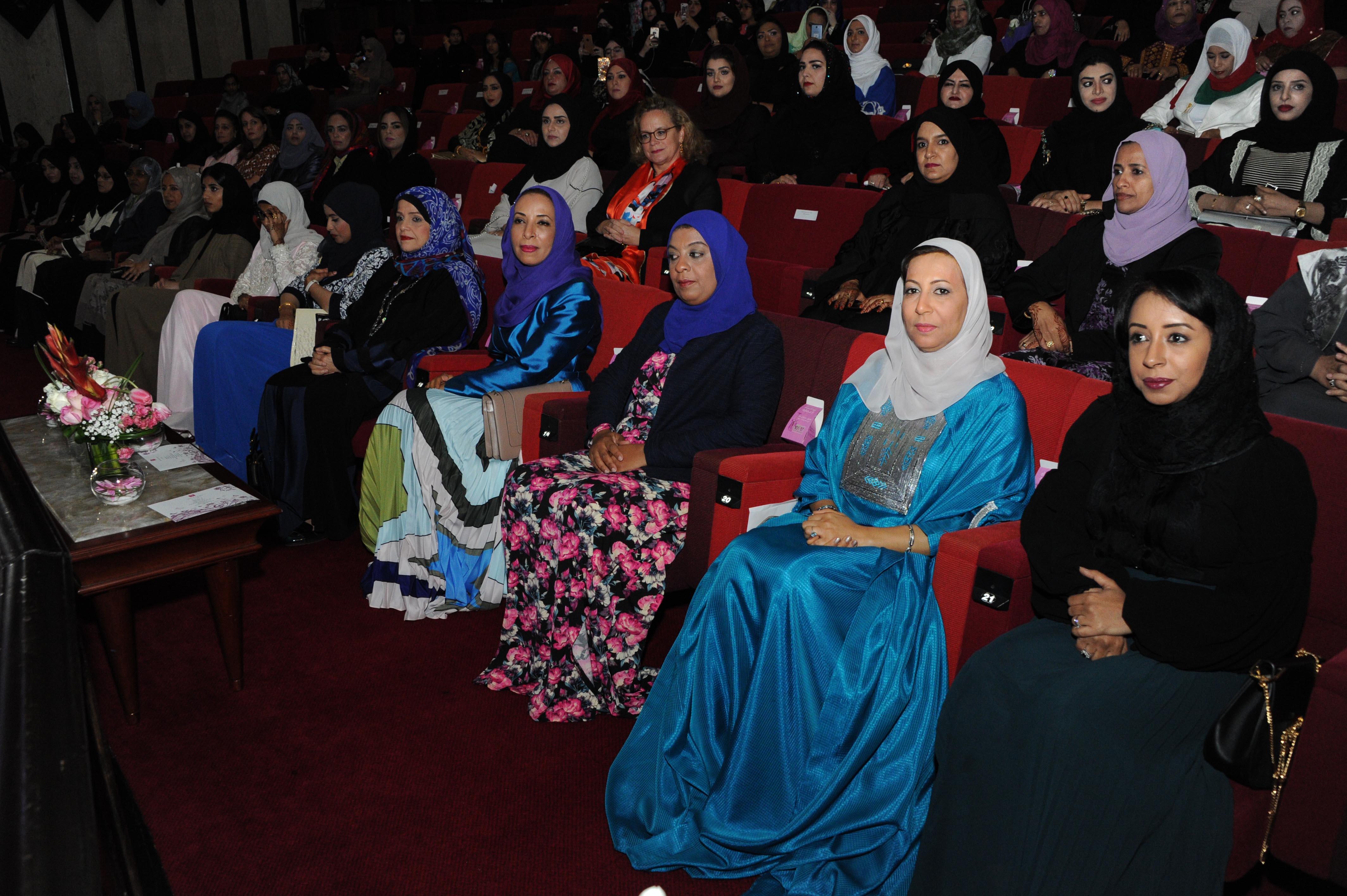 السلطنة تحتفل بيوم المرأة العمانية (17) أكتوبر