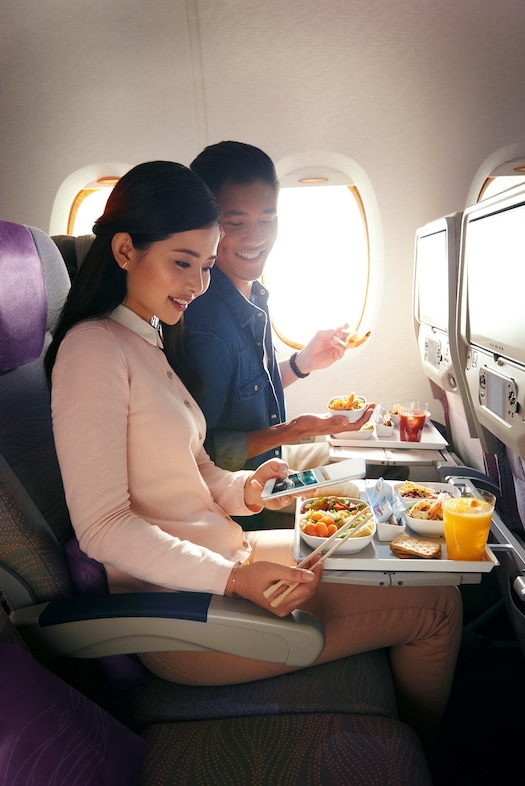 طيران الإمارات أكبر مطعم طائر في العالم