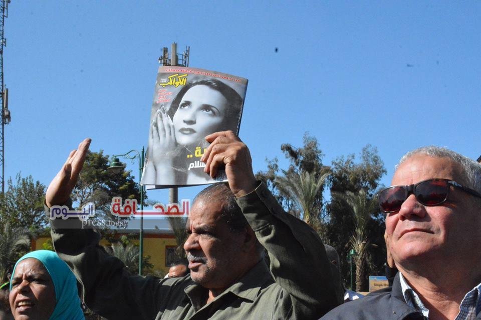 """بالصور .. آلاف المواطنين يشيعون جثمان معبودة الجماهير """"شادية"""""""